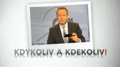 Václav Moravec sleduje ČT24 na svém chytrém telefonu