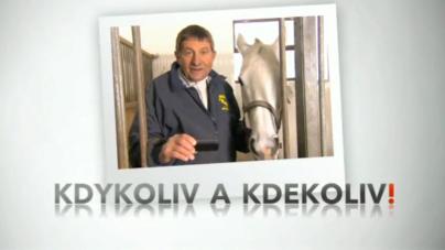 Josef Váňa sleduje ČT sport na svém chytrém telefonu