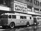přenosový vůz Televise Praha před Divadlem komedie