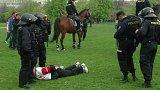 Zásah policistů při pochodu slávistů