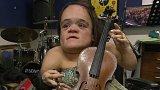 Gaelynn Lea a mikulášský koncert The Tap Tap