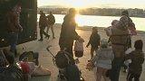 Desetitisíce migrantů se hromadí v Řecku + rozhovor s M. Jonášem a B. Vostalem
