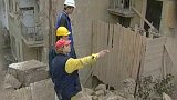 Poškozené okolní domy po demolici pivovaru na Vinohradech (2000)