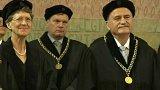 UK udělila čestné doktoráty