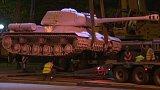 Návrat růžového tanku do Prahy