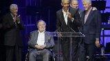 Pět bývalých amerických prezidentů se sešlo na jednom pódiu