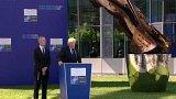 Donald Trump v Bruselu + rozhovor s P. Kratochvílem