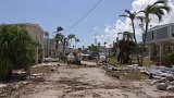 Prezident Trump obhlíží škody na Floridě