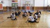 Příběh: mezinárodní turnaj ve volejbale sedících