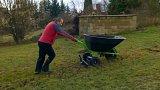 Práce na zahradě v předjaří