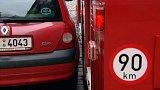 Bezohlední řidiči komplikují práci hasičům