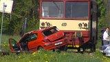 Na Jilemnicku se srazilo auto s vlakem