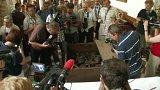 Ostatky 14 pražských mučedníků byly vyzdviženy k prozkoumání