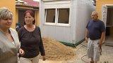 Lidé z vytopených domů v Českých Kopistech přespávají ve stavebních buňkách