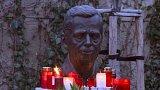 Lidé po celé zemi si připomínají dva roky od úmrtí prvního polistopadového prezidenta Václava Havla