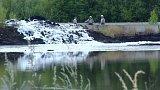 Na úplné odstranění skládky dehtových kalů u Chodova na Sokolovsku chybí stovky milionů korun