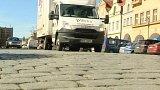 Boj proti nákladním autům v centru Domažlic