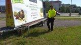 Vozíky s reklamou v Hradci Králové i přes zákaz města zůstávají