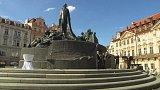 Pomník mistra Jana Husa na pražském Staroměstském náměstí má za sebou rekonstrukci. Před hodinou ho znovuodhalil premiér Bohuslav Sobotka.