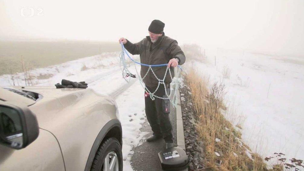Test s otloukánkem – sněhové řetězy