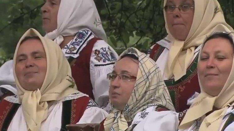 CM Kotula a pěvecký sbor Hafera – Nechoď janku přes Polanku