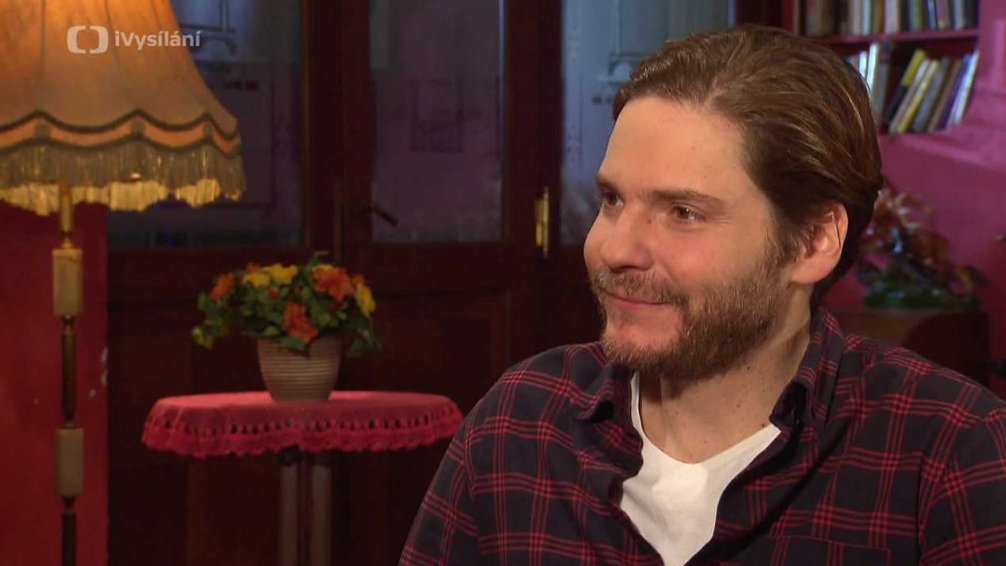 Daniel Brühl (English version)