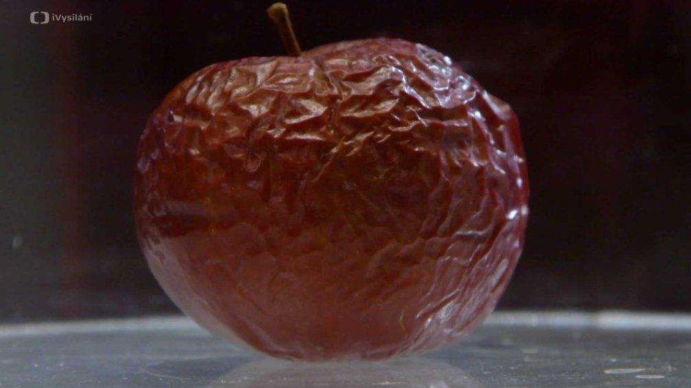 Jablko ve vakuu
