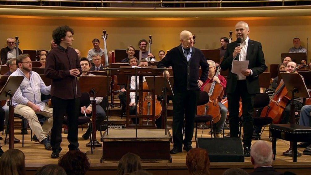 Zkouška orchestru: Ve spárech dvou dirigentů