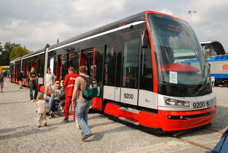 Nízkopodlažní tramvaj 15T