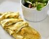 Bylinková vaječná omeleta s kozím sýrem a listovým salátem