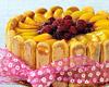 Tvarohový dort s broskvemi a malinami