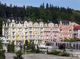 Mariánské Lázně, Hlavní třída 67/8 (hotel Palace, hotel Praha, kulturní památka), 68/6, 69/4, 70/2 (zotavovna Opera, kulturní památka). foto: Caroig, zdroj: Wikimedia