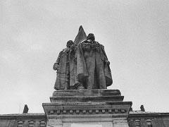 Olomouc; 9. 12. 89 (Stalin a Lenin I.). © Jan Šilpoch