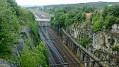 Tajemství železnic Osudným tunelem Jana Pernera