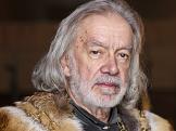 V kruhu koruny Jindřich V.