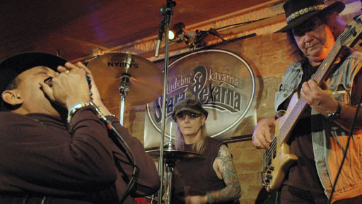 Blues ze Staré Pekárny / Sólo pro...: Sugar Blue a GK Band