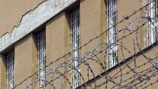 Rodinné křižovatky: Když je táta za mřížemi