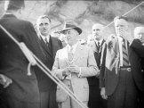 President Beneš, vlevo ing. Josef Bartovský, vpravo poslanec A.Hampl