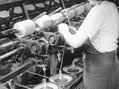 Výroba papírových provazů (z týdeníku Aktualita 1945)