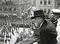 Osm� slet v�esokolsk� (1926). President Masaryk na balk�n� Starom�stsk� radnice.