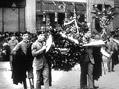 Pohřeb pražského primátora dr. Jana Podlipného 22. března 1914. Záběr z Můstku před obchodem Salamander.