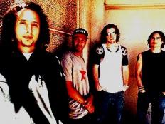 Rage Against The Machine, zleva Zack de la Rocha, Tom Morello, Timmy C., Brad Wilk, cca pol. 90. let