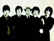 The Hollies, zleva Terry Sylvester, Bernie Calvert, Bobby Elliot, Allan Clarke, Tony Hicks, cca 1968