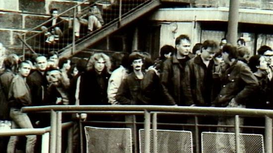 Fronta na punkový parník, Praha, 1988