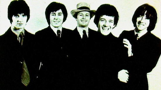 The Hollies, zleva Terry Sylvester, Bernie Calvert, Bobby Elliot, Allan Clarke, Tony Hicks, cca 1968
