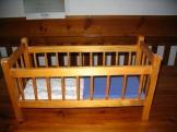 Dřevěná postýlka na panenky 1980