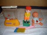 Několik hraček z 80. let