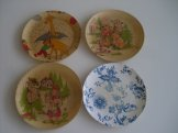 Plastové dětské talířky z 80. let