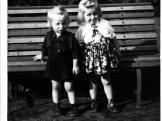 Dětské oblečení r. 1950