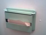 Držák toaletního papíru skládaného